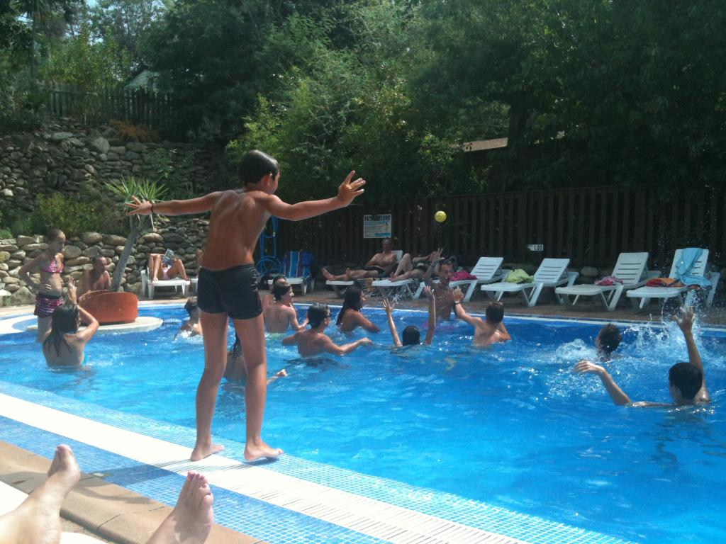 Swimming pool la coscolleda for Camping la foret fouesnant avec piscine